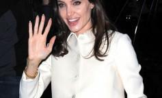 Angelina Jolie: Δείτε γιατί γονάτισε στο πεζοδρόμιο