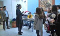 Μαθητές της Α΄ Γυμνασίου του Μουσικού Σχολείου είπαν τα κάλαντα στον δήμαρχο, κ. Μαστοράκη