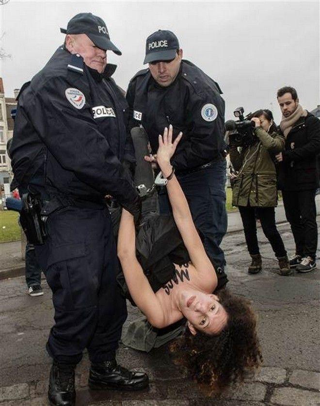 FemenStraussKahn4sk