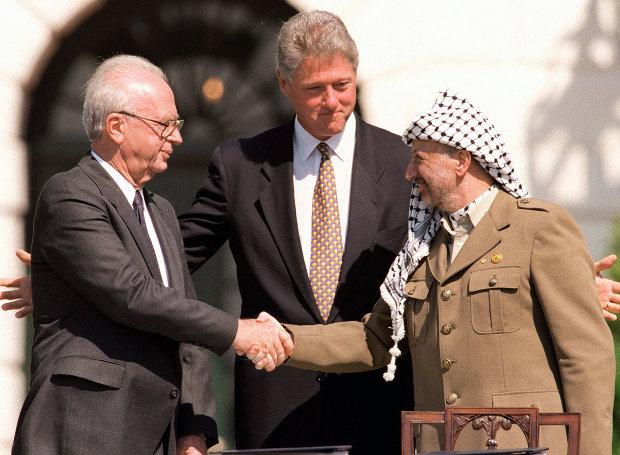 Yitzhak-Rabin-Yasser_Arafat-Bill_Clinton