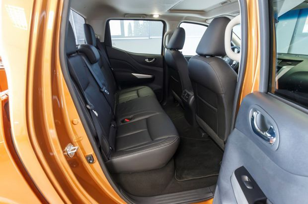new_nissan_navara_double_cab_rear_seats
