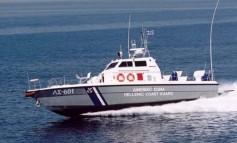 """Σκάφος του Λιμενικού """"ψάρεψε"""" δέμα με 30 κιλά ναρκωτικά"""