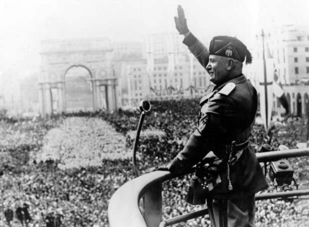 Benito_Mussolini-Roman_Salute