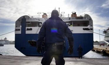 Προσπάθησε να περάσει από το Λιμάνι Ηρακλείου ένα τόνο ρακί