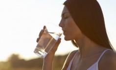 Πόσο νερό πρέπει να πίνουμε κάθε ημέρα;