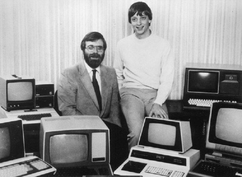 Ο Μπιλ Γκέιτς και ο Πολ Άλεν ονομάζουν τη νέα εταιρία που ίδρυσαν Microsoft (Microcomputer Software)