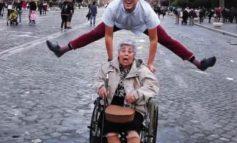 83χρονη Κρητικιά πηγαίνει στη Ρώμη και τα σπάει