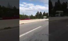Απίστευτο: Αυτοκίνητο τρέχει στο αντίθετο ρεύμα και σκορπάει τρόμο
