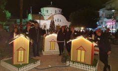 Στην πλατεία Ευαγγελίστριας για τη φωταγώγηση του Χριστουγεννιάτικου δέντρου