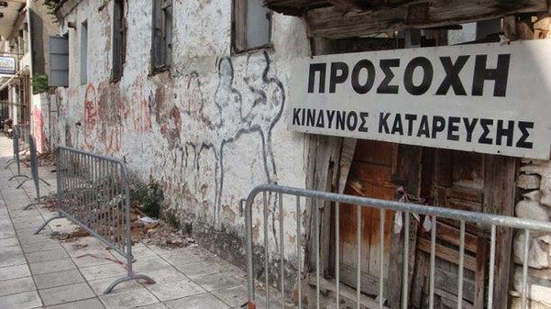 Ο Δήμος Ηρακλείου κατεδαφίζει ετοιμόρροπα κτίρια