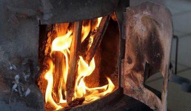 Ηλικιωμένος προσπάθησε να ζεσταθεί στη σόμπα πέθανε από εγκαύματα