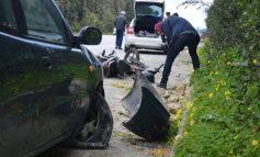 """Δίκυκλο """"καρφώθηκε"""" σε αυτοκίνητο - Στο νοσοκομείο Χανίων ο οδηγός"""
