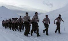 Οι Έλληνες κομάντος γυμνοί στα χιόνια!