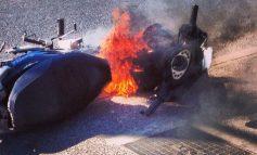 Φωτιά κατέστρεψε ολοσχερώς μηχανάκι στο Ηράκλειο