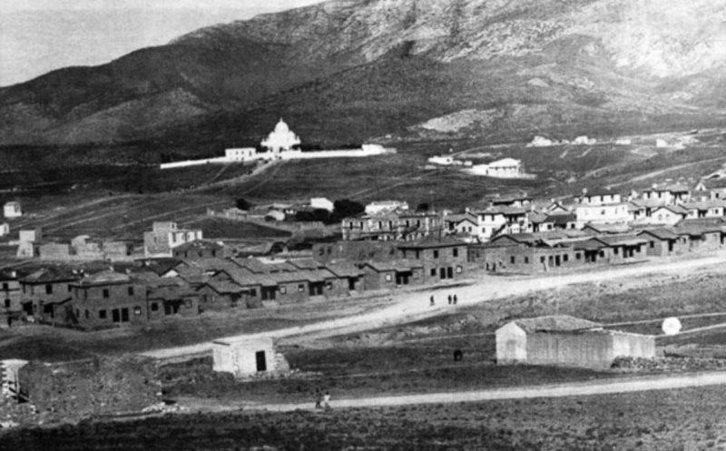 Η Ελλάδα, συμμετέχοντας στον εορτασμό της εκατονταετηρίδας από το θάνατο του λόρδου Βύρωνα, αποφασίζει να δώσει στον προσφυγικό οικισμό που βρίσκεται κοντά στο Παγκράτι την ονομασία «Βύρωνας»