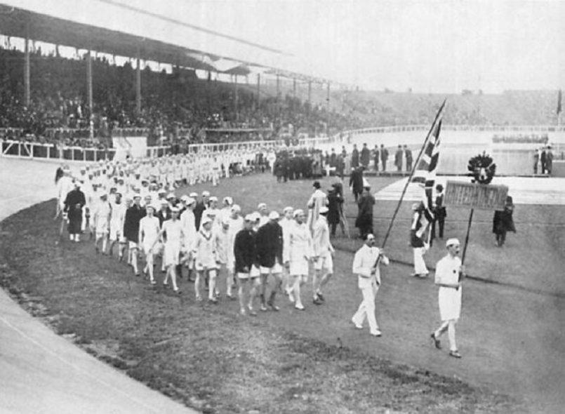 Τελετή έναρξης των 4ων σύγχρονων Ολυμπιακών Αγώνων στο Λονδίνο. Διαρκούν 6 μήνες έως τις 31 Οκτωβρίου και κατέχουν το ρεκόρ της μεγαλύτερης διάρκειας. Συμμετέχουν 1999 αθλητές και 36 αθλήτριες