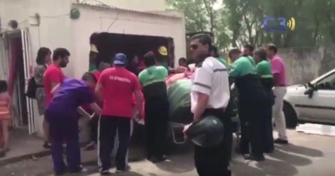 Επιχείρηση μεταφοράς γυναίκας 490 κιλών στο νοσοκομείο