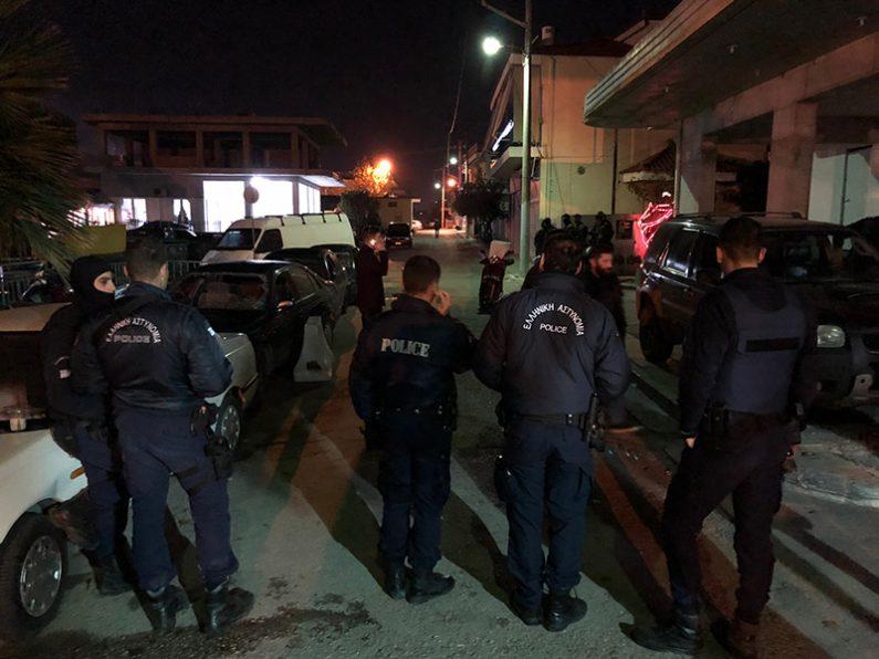 9 τραυματίες αστυνομικοί μετά από επίθεση Ρομά σε Αστυνομικό Τμήμα