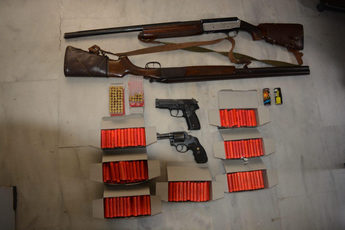 όπλα και κροτίδες