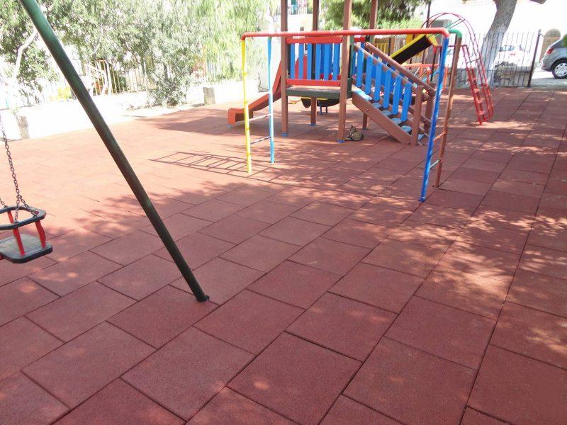παιδική χαρά στο Καμηλάρι