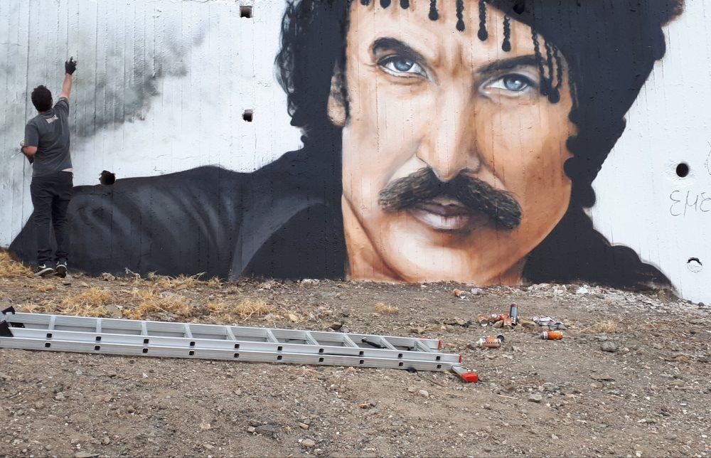 Μοναδικό γκράφιτι που απεικονίζει τον Νίκο Ξυλούρη στ' Ανώγεια