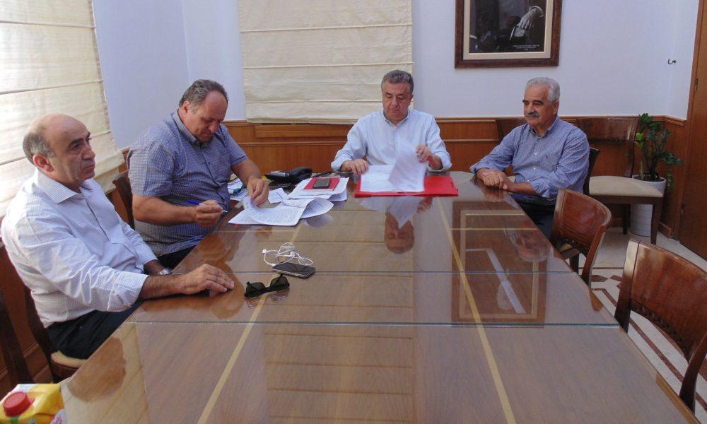 Υπεγράφη η σύμβαση για την μεταφορά των μαθητών με τα ΚΤΕΛ