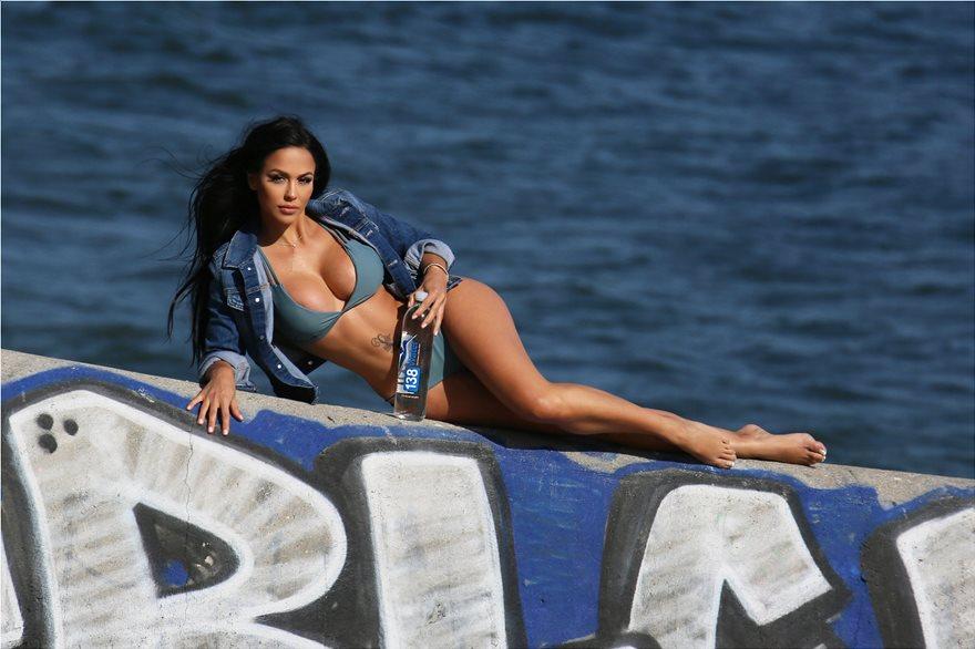 H Melissa Riso θέλει να γίνει κορίτσι του James Bond