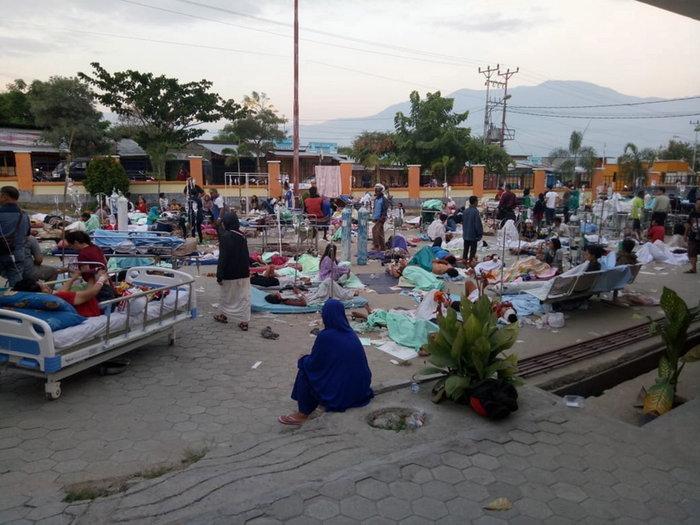 Στους 384 οι νεκροί από τσουνάμι στην Ινδονησία