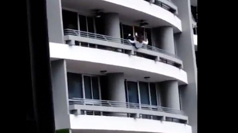 Σοκαριστικό βίντεο: 27χρονη πέφτει από τον 27ο όροφο προσπαθώντας να βγάλει selfie