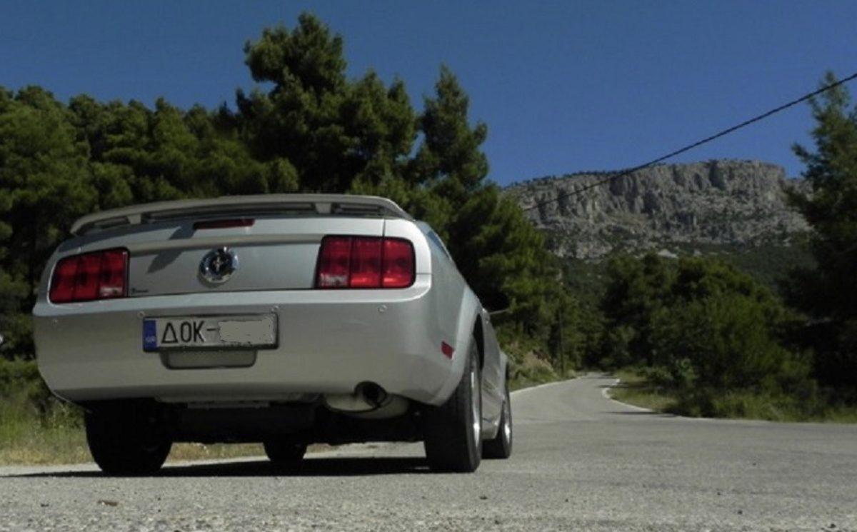 Αυτοκίνητο με πινακίδες ΔΟΚ